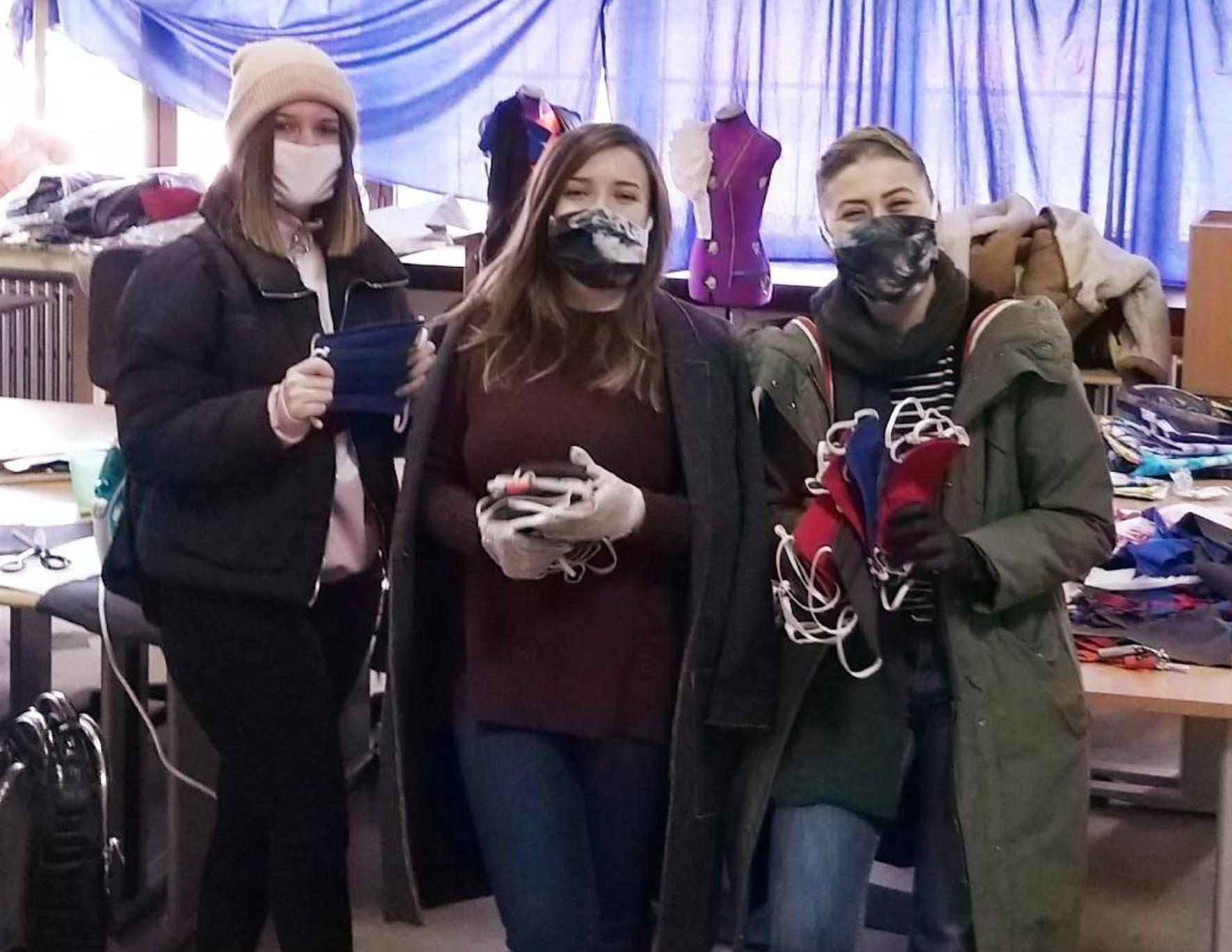 Tekstilni odsjek Univerziteta u Bihaću dijeli zaštitne maske građanima i građankama Bihaća